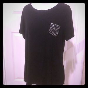 Black DKNY studded pocket tee! 🖤